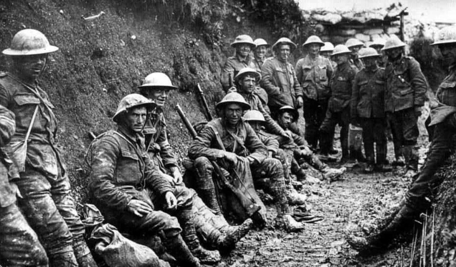 british soldiers in first world war trenches